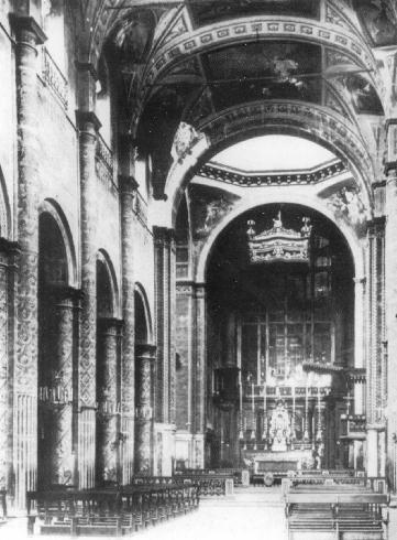 La navata dall'ingresso prima dei restauri del 1926-28. A. Pedrini
