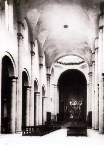 La navata dall'ingresso dopo i restauri del 1926-28