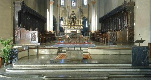 Il presbiterio - allestimento del 1981 progetto arch. A. Piccato