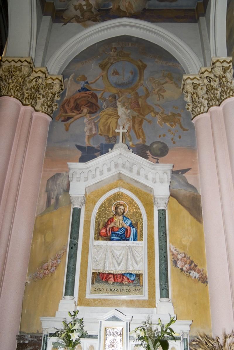 Melle G. (1955), Dipinto murale di angeli reggistemma