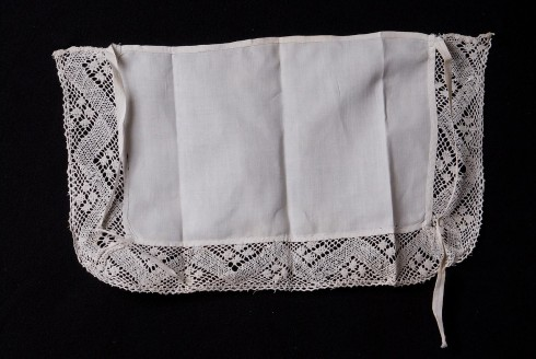 Manifattura veneziana sec. XIX, Amitto con merletto geometrico