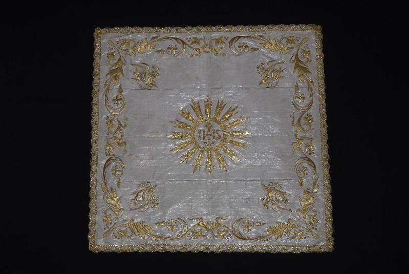 Manifattura ligure sec. XIX, Velo di calice in gros bianco con ricami in oro