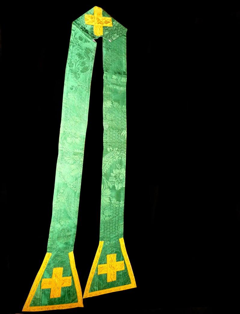 Manifattura ligure sec. XIX, Stola in damasco verde con motivi neorococò
