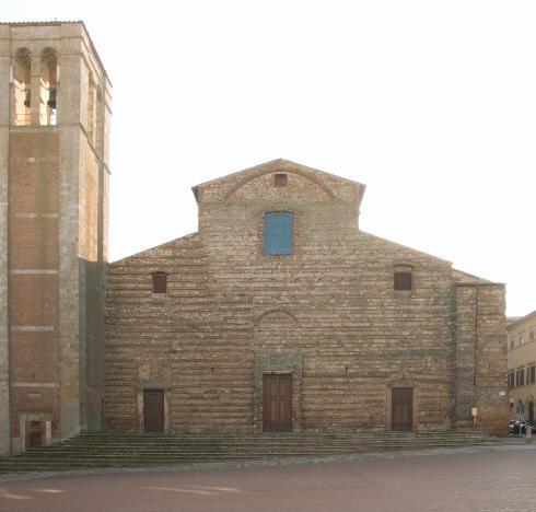 La facciata della cattedrale di Santa Maria Assunta  a Montepulciano