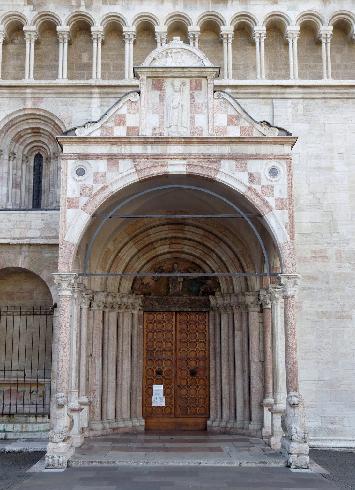 L'ingresso sul lato nord
