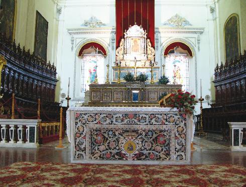 L'altare maggiore della cattedrale