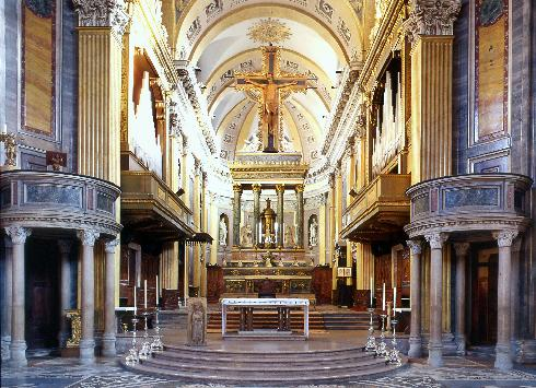 L'allestimento del presbiterio del 1969, progetto arch. C. Ravarelli