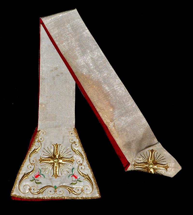 Manifattura ligure sec. XIX, Stola in gros bianco ricamato in seta e oro