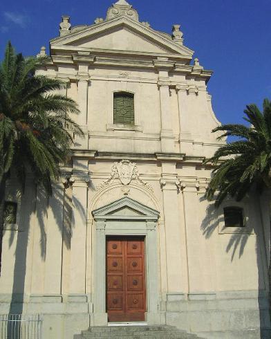 La facciata principale  della Chiesa di Santa  Maria Assunta a Nicotera