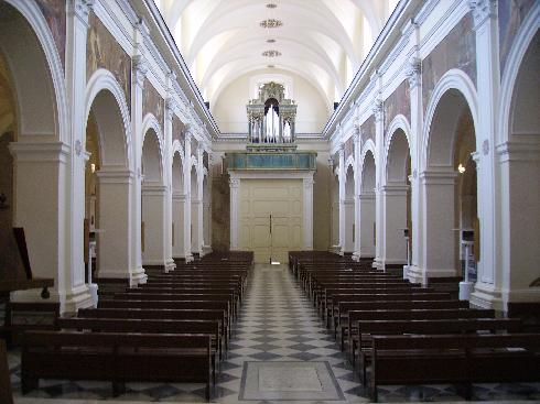 Veduta dell'aula dal presbiterio