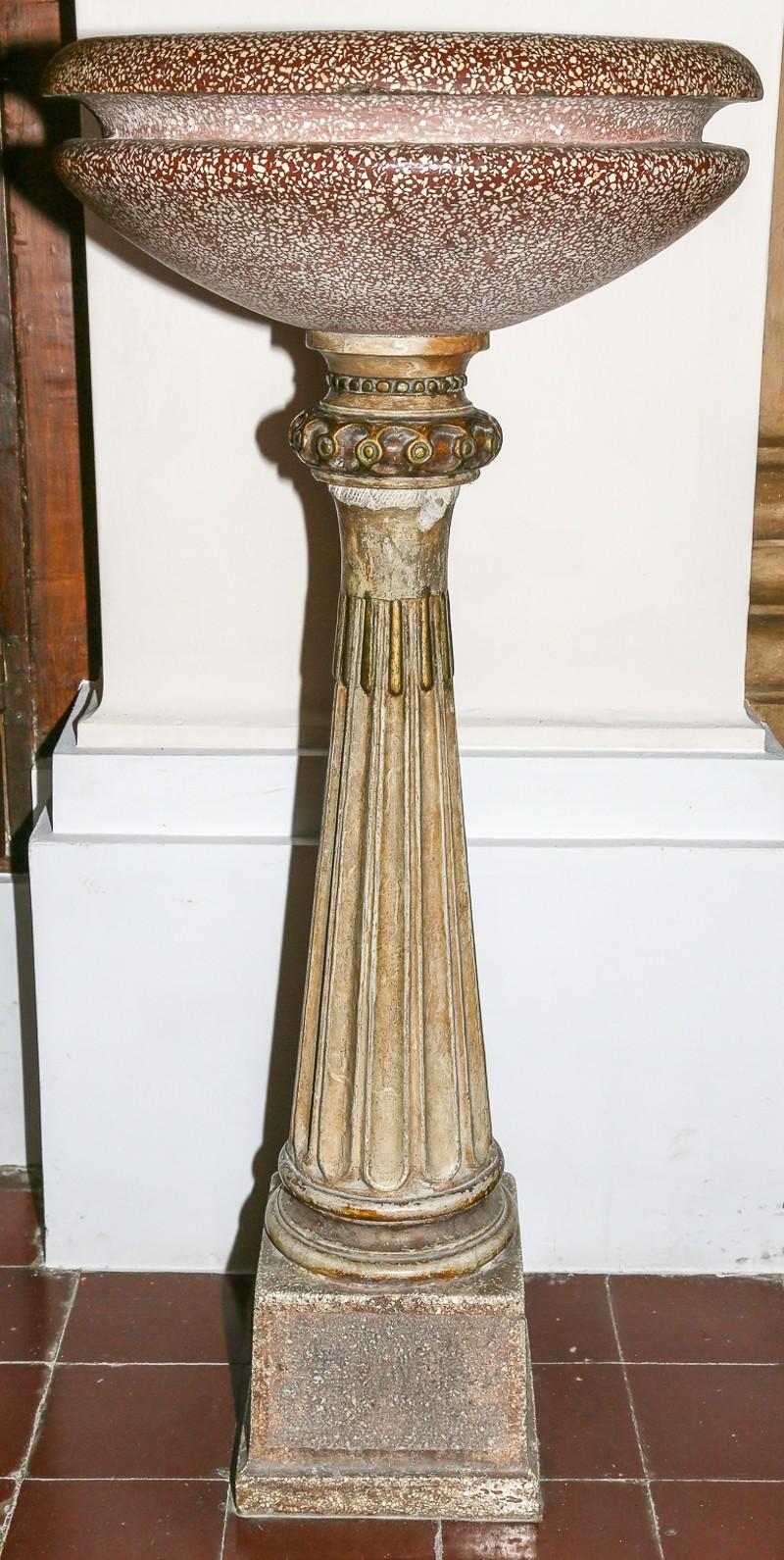 Ambito Italia centrale sec. XIX, Acquasantiera a colonna con unghiature 2/2