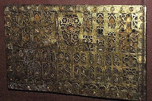 Reliquiario a Lastra del XII-XIII secolo (Tesoro della cattedrale)