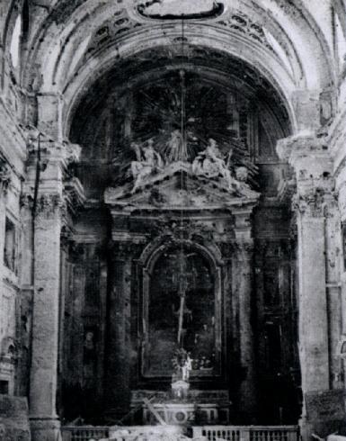"""L'interno della cattedrale bombardata nel 1944, (da """"Ecclesia"""", 3, 1944, n. 1, p. 22)"""