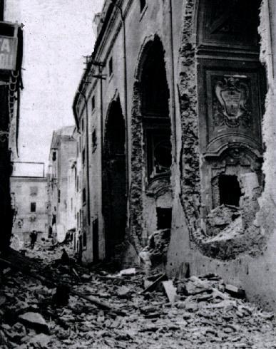 """L'esterno della cattedrale bombardata nel 1944, (da """"Ecclesia"""", 3, 1944, n. 1, p. 22"""