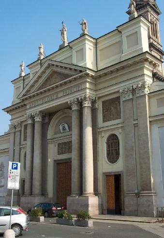 La facciata della cattedrale di San Pietro ad Alessandria