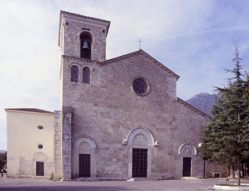 La facciata principale della Chiesa di Beata Vergine Maria Assunta In Cielo a Venafro