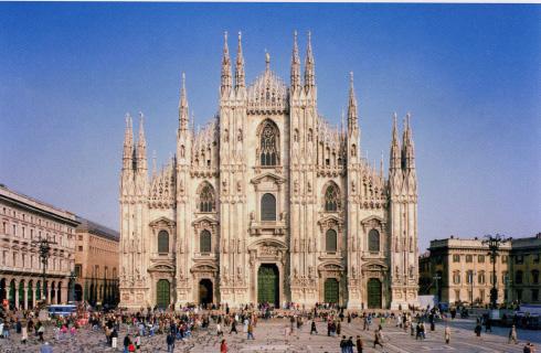 La facciata della cattedrale di Santa Maria nascente a Milano