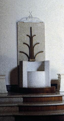 Cattedra episcopale in pietra calcarea