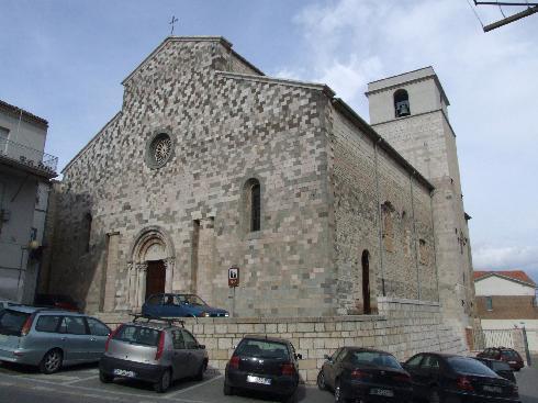 La facciata  principale della Chiesa di Maria Santissima Assunta a Rapolla