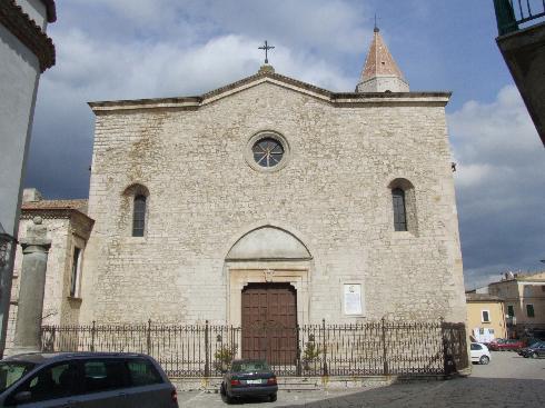 La facciata principale della Chiesa di Sant'Andrea a Venosa