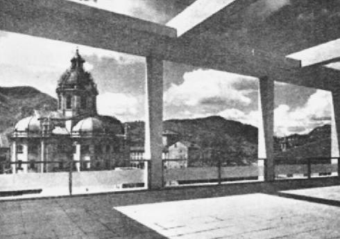 La cupola del Duomo comasco dalla terrazza della Casa del fascioin una foto degli anni trenta del 19 sec.