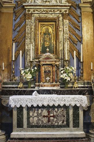 La custodia eucaristica nella cappella del Santissimo Sacramento