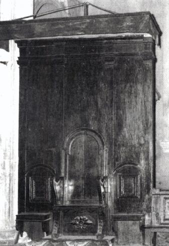 Elementi lignei recuperati dal coro di Bencivenni (XVI secolo)e reimpiegati come cattedra episcopale, oggi conservata nella  sagrestia  (da E. Angelini, La cattedrale  di Priverno: il monumento, Cattedrale Santa Maria Annunziata, Priverno 2011, p. 43)