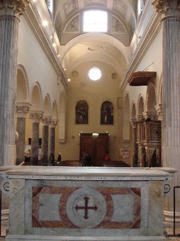 L'aula vista dal presbiterio