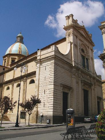 La facciata della cattedrale di San  Giuliano a Caltagirone