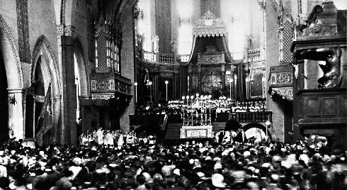La cattedrale nel 1939 (visibile il pulpito andato perduto)