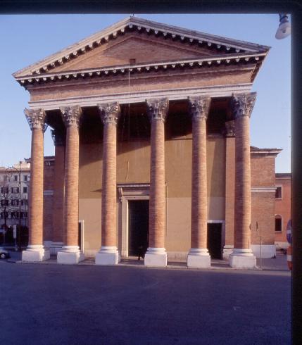 La facciata della cattedrale di Santa Croce  Forlì