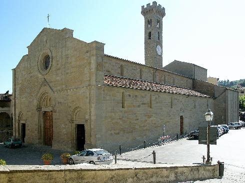 Visione d'angolo dell'esterno della cattedrale di San Romolo a Fiesole