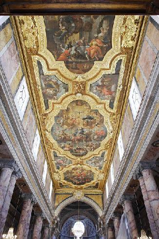 Soffitto ligneo, con decorazioni settecentesche di Carlo Porta da Molfetta