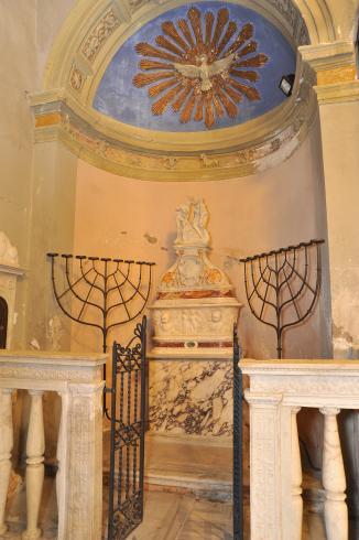 La cappella e il  fonte battesimale