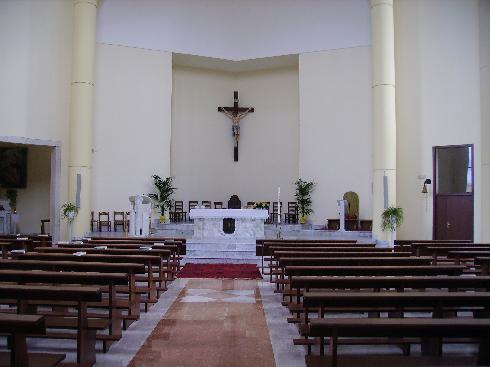 Veduta dell'aula dall'ingresso della Chiesa di Santa Maria Assunta