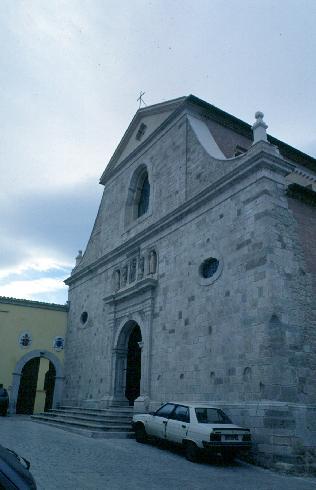 La facciata principale della cattedrale di Sant'Antonino martire a Sant'Angelo dei lombardi