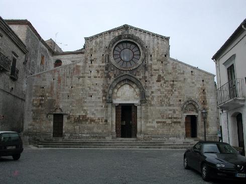 La facciata principale della Chiesa di  Santa  Maria Assunta a  Bovino