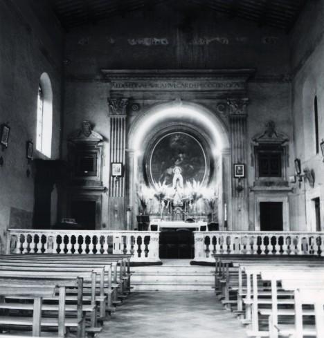 L'area presbiteriale prima degli interventi di adeguamento.