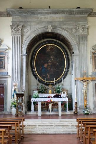 L'area presbiteriale: l'altare.