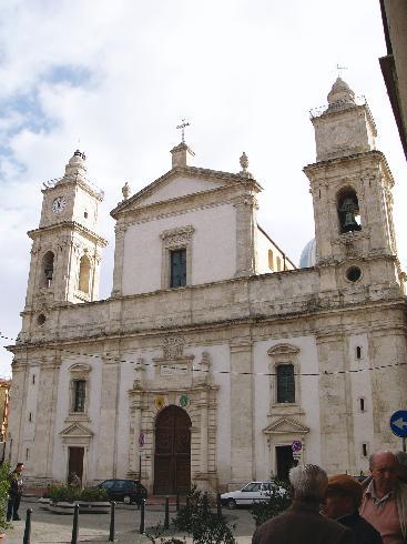 La facciata della cattedrale di Santa Maria la Nuova a Caltanissetta