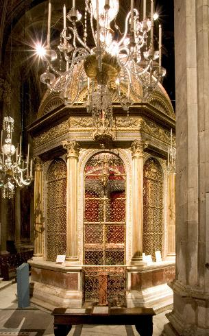 La cappella ottagonale del Volto Santo,  opera di M. Civitali del 1482