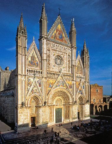 La facciata della cattedrale di Santa Maria Assunta in Cielo ad Orvieto