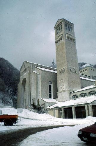 La facciata principale della cattedrale di Maria Santissima  a Montevergine