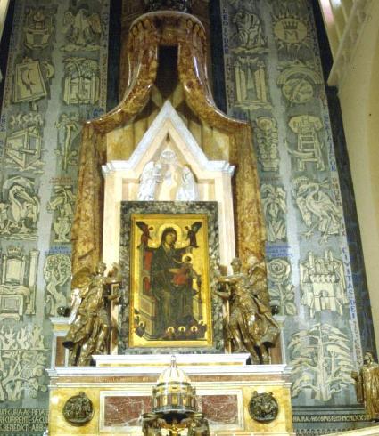 Ancona della Madonna di Montevergine e apparato iconografico retrostante