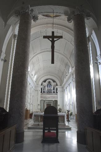 La navata vista dal presbiterio