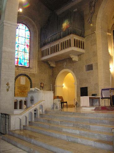 Veduta del lato sinistro del presbiterio