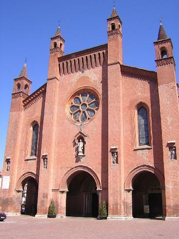 La facciata della cattedrale di San Lorenzo Martire ad Alba
