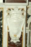 Marmoraro campano (1782), Lastra con stemma destro