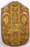 Manif. romana sec. XVIII, Pianeta in samice d'oro su seta rossa ricamato