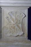 Agostino di Duccio (1449-1456), Bassorilievo con arme inquartata malatestiana